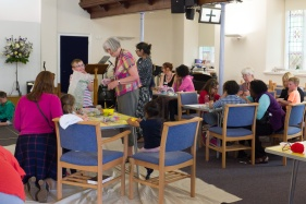 Messy Church May 2018 17-12